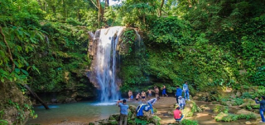 corbett-waterfall-corbett-heritage-visit-corbett-fall-min